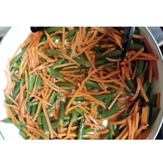 Green beans and shredded carrots with a light champagne dressing