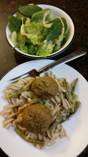 Lemony asparagus pasta adapted from Minimalist Baker, topped with Neat vegan Italian meatballs and romaine and spinach side salad