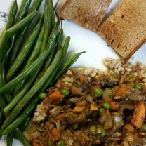 Mushroom, carrot, onion, peas, garlic in a red wine reduction served over pearl barley with a side of green beans and garlic-buttered toast.