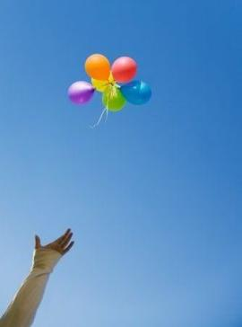 hand-letting-go-balloons